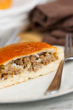 Nebraska Beef Buns - The recipe came from German-Russian immigrates that arrived in the US around the more. Beef Nutrition, Cooks Country Recipes, Butter Pecan Cake, Savoury Baking, Meat Recipes, Chef Recipes, Retro Recipes, Wrap Sandwiches, Pizza