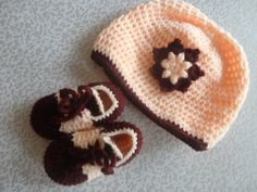 baby booties with hat shs.600