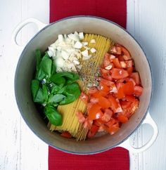 Frugal Food Items - How To Prepare Dinner And Luxuriate In Delightful Meals Without Having Shelling Out A Fortune One Pan Tomato Spaghetti Easy Pasta Recipes, Spaghetti Recipes, Delicious Dinner Recipes, Spaghetti Dinner, Healthy Eating Recipes, Vegetarian Recipes, Cooking Recipes, Meal Recipes, Quick Meals