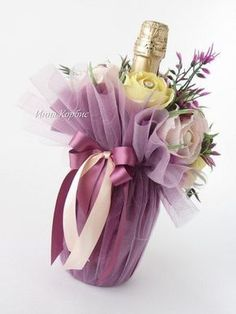 Geschenk Hochzeit - Paper Flowers are a great addition to your party, nursery decor, or home decor. flowers birthday Geschenk Hochzeit - Paper Flowers are a great addition to your party, nursery decor, or home . Wine Bottle Gift, Wine Bottle Crafts, Wine Gifts, Wine Bottle Wrapping, Creative Gift Wrapping, Creative Gifts, Gift Wrapping Ideas For Birthdays, Creative Ideas, Deco Floral