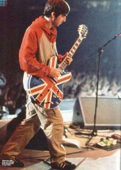 Noel Gallagher and Oasis Noel Gallagher, Lennon Gallagher, Oasis Live, Oasis Music, Bass Guitars For Sale, Oasis Band, Liam And Noel, Bass Guitar Lessons, Guitar Chords