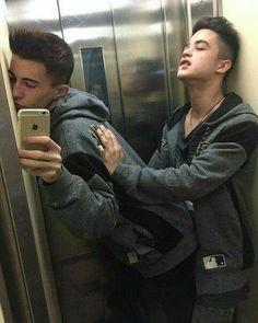 Nada de claustrofóbicos nesse elevador