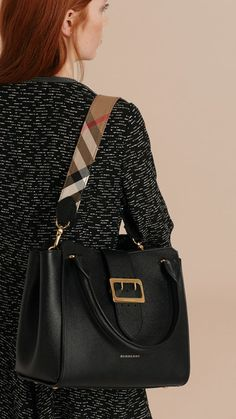 Deftly crafted in Italy, The Buckle Tote is defined by its distinctive polished buckle detailing in homage to the trench coat and lined in our iconic check.