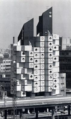 :: Kisho Kurokawa. Nagakin Capsule Tower. 1972.