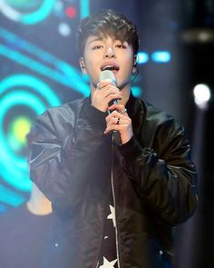 JunHoe voice is so damb amazing