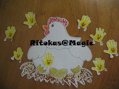 Trabalhos - Galinha com dedinhos das crianças e pintainhos com a impressão das mãos das crianças