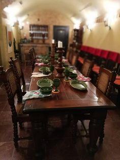 A boros pince és az ő terített asztalai. Kivételesen finom helyi borokkal is várják Önt!