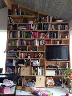 Attraktiv DIY Bookshelf Made Of OSB.