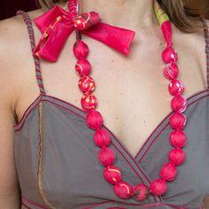 Collier tissu rose