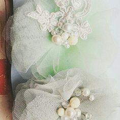 Hair clips,lace and pearl details