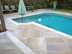 Find and save 31 concrete pool decks ideas on Decoratorist. See more about concrete pool decks orlando, concrete pool decks photo gallery, concrete pool decks pictures, concrete pool decks pros and cons, concrete pool decks sarasota. Pool Decking Concrete, Pool Pavers, Pool Landscaping, Deck Tile, Pool Coping, Pool Deck Plans, Swimming Pool Decks, Pool Remodel, Cool Pools