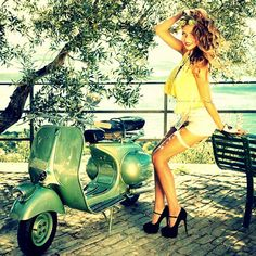 Scooter and Vespa Girls Pangels Best Mix Mod Scooter, Scooter Motorcycle, Vespa Girl, Scooter Girl, Motor Scooters, Vespa Scooters, Lady Biker, Biker Girl, Pin Up