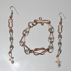Deborah Kelly's Love Knot Chain Bracelet and Earrings, Contemporary Wire Jewelry. Making Chain, Chain Making . This simple link makes a beautiful chain. Jewelry Making Tutorials, Jewelry Making Supplies, Wire Wrapped Jewelry, Beaded Jewelry, Diy Jewelry, Wire Jewelry Patterns, Vintage Jewelry Crafts, Wire Pendant, Swarovski Crystal Beads