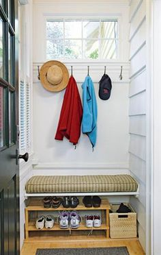 Small back porch/mudroom entrance with storage space. The information given indicates there a baseboard heater is under the bench that warms shoes as well as the mudroom. Possibility for the porch Small Enclosed Porch, Small Back Porches, Porch Uk, House With Porch, Side Porch, Side Door, House Front, Porch Storage, Storage Spaces