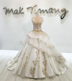Princess wedding gown with touches of gold and a bright centrepiece // Filipino designer Mak Tumang studied interior design before delving into fashion in the Philippines. His love of opulent costumes and architecture influences his designs and this can be seen in his gowns which are rich in elaborate detail. {Facebook and Instagram: The Wedding Scoop}