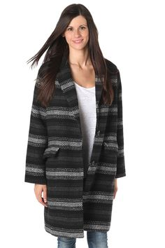 Gray stripe boyfriend coat - 79,90 € - https://q2shop.com/