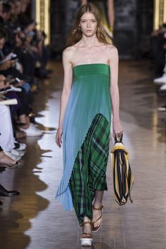 The bag, the footwear and the outfit look so gorgeous! Spring 2016 Collection Stella McCartney