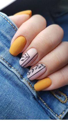 Adding some glitter nail art designs to your repertoire can glam up your style within a few hours. Check our fav Glitter Nail Art Designs and get inspired! Best Acrylic Nails, Acrylic Nail Designs, Nail Art Designs, Nails Design, Square Nail Designs, Short Nail Designs, Short Square Nails, Short Nails, Yellow Nail Art