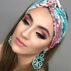 Applying an excellent coat of eyeliner together with the eye makeup is a given. Smokey eye makeup is not hard to apply if you observe some basic steps Makeup Trends, Makeup Inspo, Makeup Art, Face Makeup, Makeup Lipstick, It Cosmetics, Makeup Goals, Makeup Tips, Makeup Ideas
