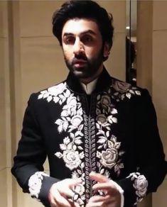 Indian Groom Wear, Indian Wedding Wear, Indian Attire, Sherwani For Men Wedding, Wedding Men, Indian Men Fashion, New Fashion, Traditional Indian Mens Clothing, Gents Kurta