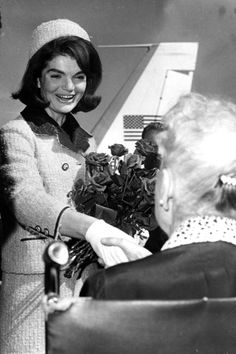 Jackie Kennedy in 1963 in a pink Chanel tweed suit