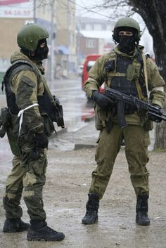 Members of Russia's special forces stand guard during an operation on suspected militants in Makhachkala, the capital of Russia's North Caucasus Republic of Dagestan January 20, 2014.