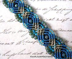 Micro Macrame Tutorial - Peacock Bracelet - Pattern - Beaded Macrame - Jewelry Making - DIY - Micro Macramee - Micro Macrame Tutorial, Macrame Bracelet Patterns, Macrame Bracelet Tutorial, Macrame Patterns, Macrame Bracelets, Beading Patterns, Loom Bracelets, Beaded Bracelet, Armband Tutorial
