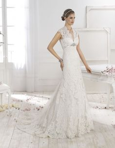 Find Wedding Dresses by Fara Sposa thanks to our search engine. Discover the latest tips and trends in Wedding Dresses by Fara Sposa. Cheap Vintage Wedding Dresses, Wedding Dresses Perth, Stunning Wedding Dresses, Wedding Dress Shopping, White Wedding Dresses, Wedding Gowns, Vintage Bridal, Wedding Dress Accessories, Mod Wedding