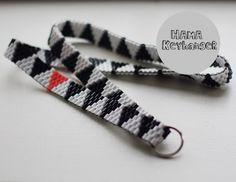 HAMA Keyhanger Sort-Hvid Beaded Bracelet, Perler Beads, Diy And Crafts, Beading, Alternative, Knitting, Crochet, Inspiration, Design