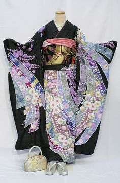 japanese kimono, any one know about it and adore about it. Kimono itself has all of Japanese 's beauty, essence, secret and it like a beautiful women Traditioneller Kimono, Furisode Kimono, Kimono Japan, Japanese Outfits, Japanese Fashion, Asian Fashion, Japanese Clothing, Japanese S, Japanese Geisha