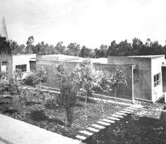 """Las casas 'tipo G' Unidad de Servicios Sociales y de Habitación N º 1 Santa Fe, México DF 1957   Arqs. Mario Pani y Luis Ramos Cunningham -  """"Type G"""" private houses, Unidad Habitacional Santa Fe, Mexico City 1957"""