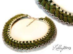 handmade Statement-Kette in Grüntönen aus Gliederkette (Metall), Textilgarn, Wolle, Kordel (100 % Baumwolle); Länge: 50 cm + 5 cm Verlängerung; Preis: 29,95 €