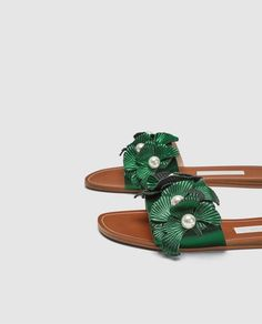 innovative design 7cab1 1de14 FLAT SANDALS WITH FLORAL BEADED DETAIL
