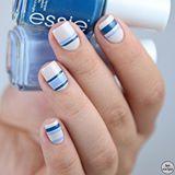 Heute bei Alina Erb und meinem #LustundLauneLack machen wir blau 💙 Ich hab ein Streifen Design auf #urbanjungle von essie gemacht - die Streifen sind aus #saltwaterhappy und #hideandgochic . . #LackvomLand #nailart #nailpolishaddict #nailpolishjunkie #nagellackliebe #nagellacksucht #essielove #essieliebe #essienista #ohneessieohnemich #obsessie #i💅🏼essie #instadaily #instanails #nailstagram #nails2inspire #essiepolish #nagellack #essielook #pruesgang #nailsoftheday #notd #ess...