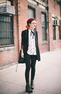 Girls guide to grunge - Outfits Hipster Outfits, Grunge Outfits, Preppy Grunge, Adrette Outfits, Preppy Mode, Preppy Outfits, Preppy Style, Fashion Outfits, Geek Chic Outfits