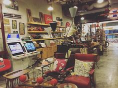 What a lovely Sunday hope everyone is havig a good day @arcadia_kl  #arcadiakl #vintage #antiques by arcadia_kl