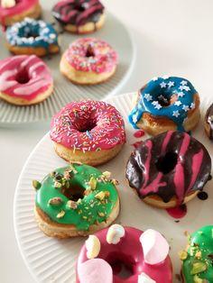Fredagskagen: De bedste donuts er de hjemmelavede   Opskrifter   Nanna Pretzmann Cake Cookies, Cupcake Cakes, Pastry Cake, Cookie Desserts, Homemade Cakes, Cake Creations, Cinnamon Rolls, Doughnut, Bakery