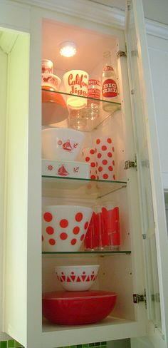 Would be pretty in a bathroom cabinet for storage!