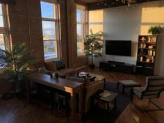 Sunrise in my Philadelphia loft : malelivingspace Small Apartment Living, Small Apartments, Living Spaces, Home Room Design, Living Room Designs, House Design, Apartment Interior, Apartment Design, Aesthetic Bedroom