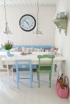 'Shabby Chic' Dining room with miss matched chairs & lounge chair. White & Pastel Blue from : Summerhouse Schweden | Sonja Bannick Pictures
