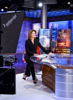 Classic look for Norah O'Donnell on the CBS Evening News. But please plant your feet on the floor to ground your voice and delivery! If the chair is too high, ask for a box. The latest trend is for news presenters to stand up at the desk. Freelance Makeup Artist, News Anchor, O Donnell, Great Hairstyles, Tv Presenters, Classic Looks, Stand Up, Casual Looks, Coaching
