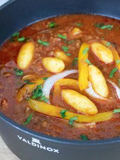 Przepis: Tradycyjny bogracz w wersji z mięsem mielonym - Pieknowdomu.pl #pieknowdomu #przepisy #recipes #polishfood #polishrecipes #valdinox Food For Thought, Thai Red Curry, Chili, Ethnic Recipes, Chile, Chilis