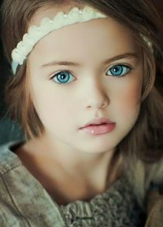 Maddalyn has beautiful blue eyes...