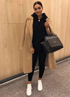 Lässiger Pullover und Leggings-Kombi mit langem Trenchcoat das ideale Outfit Casual sweater and leggings combo with long trench coat the. Winter Fashion Outfits, Fall Winter Outfits, Look Fashion, Womens Fashion, Winter Style, Winter Clothes, Fashion Trends, Winter Coats, Fashion Fall