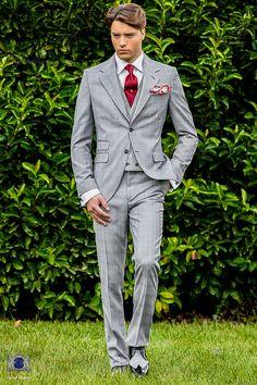 """Costume homme italienne gris clair avec revers crantés, 2 boutons de corozo, ticket pocket et 2 fentes latérales en tissu """"Prince of Wales"""" de laine mélangé. Costume de mariage 1802 Collection Gentleman Ottavio Nuccio Gala."""
