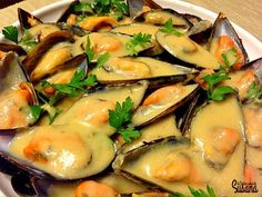 Mejillones con salsa de mostaza de Dijon Fish Dishes, Seafood Dishes, Fish And Seafood, Tasty Dishes, Salmon Recipes, Fish Recipes, Seafood Recipes, Kitchen Recipes, Cooking Recipes
