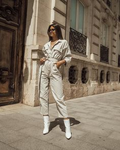 Next stop sevilla street style love this jumpsuit! Street Look, Looks Street Style, Street Style Women, Style Men, Street Style Fashion 2018, Street Style Trends, Printemps Street Style, Spring Street Style, Fashion Lookbook