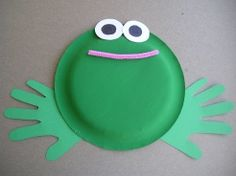 This Paper Plate Frog is a great preschool or kindergarten craft that uses a paper plate, paint, hand prints, pipe cleaner, and a little bit of paper!