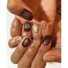 【manammmaaa】さんのInstagramをピンしています。 《ダークチョコ✨ 最近チョコ色とベージュが大好きな私には 最高のネイル❣ ・ ・ クリアのは中のラメがスノードームみたいに動くのー!!! これほんとすごい✨❣❣ ・ #nail #nails #nailart #newnails #brown #tan #tanned #tannedskin #brownnails #gold #mananails #アクアリウム #手書きの神マナシカ》