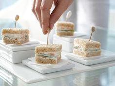 Gurken-Sandwiches - mit Räucherlachscreme - smarter - Kalorien: 155 Kcal - Zeit: 40 Min. | eatsmarter.de Diese Sandwichs sind mit einem Happs im Mund.